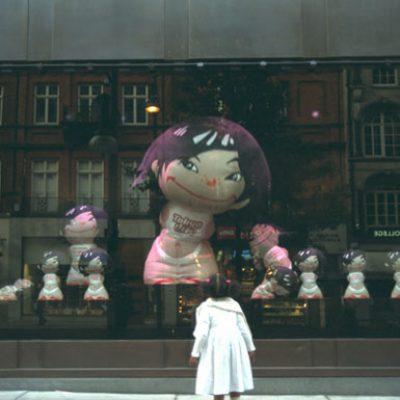 01selfridges_window.jpg